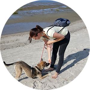 Jane Bauscher (Fitnesstrainerin für Hund & Halter) mit Bella